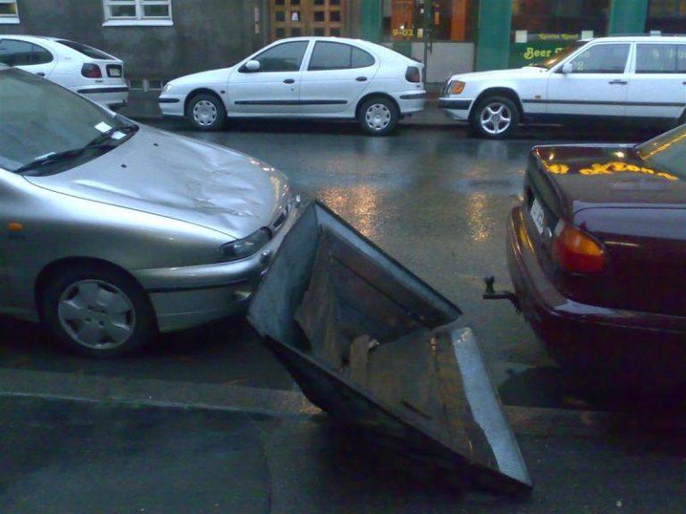 """Autotoday 10 vuotta sitten: """"Katto putosi auton päälle"""""""