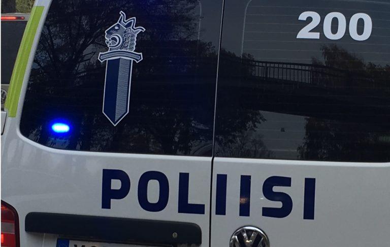 Taksia yritettiin ryöstää — matkustaja kuristi kuljettajaa