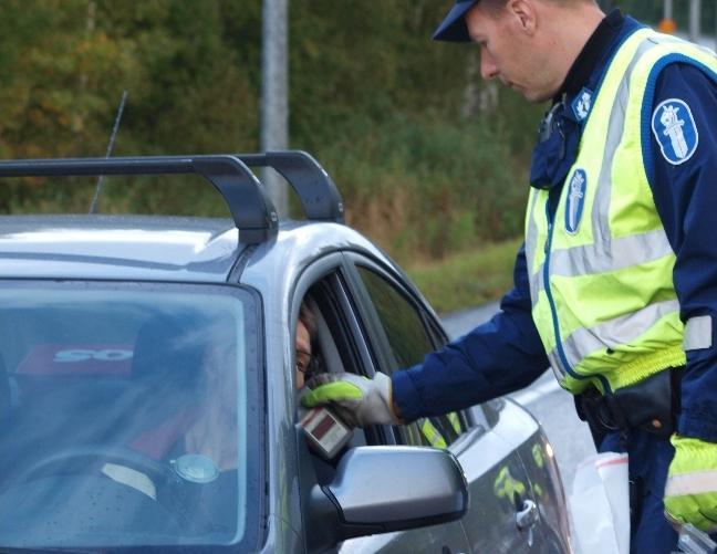 Poliisi sai viikonloppuna kiinni 134 rattijuoppoa ja 24 etsintäkuulutettua