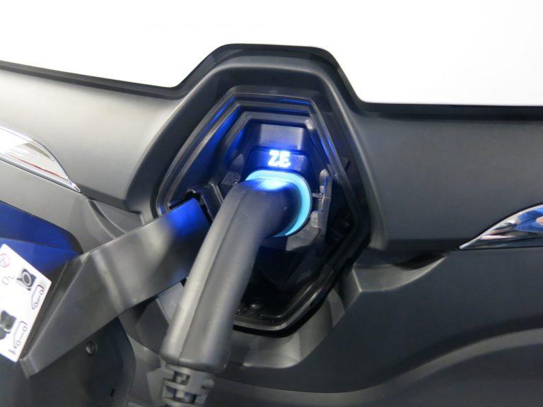 Autoliitto tuohtunut Suomen ilmastopaneelin sähköautotavoitteesta