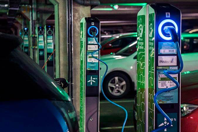 Helsingin Messukeskukseen runsaasti lisää sähköautojen latauspaikkoja