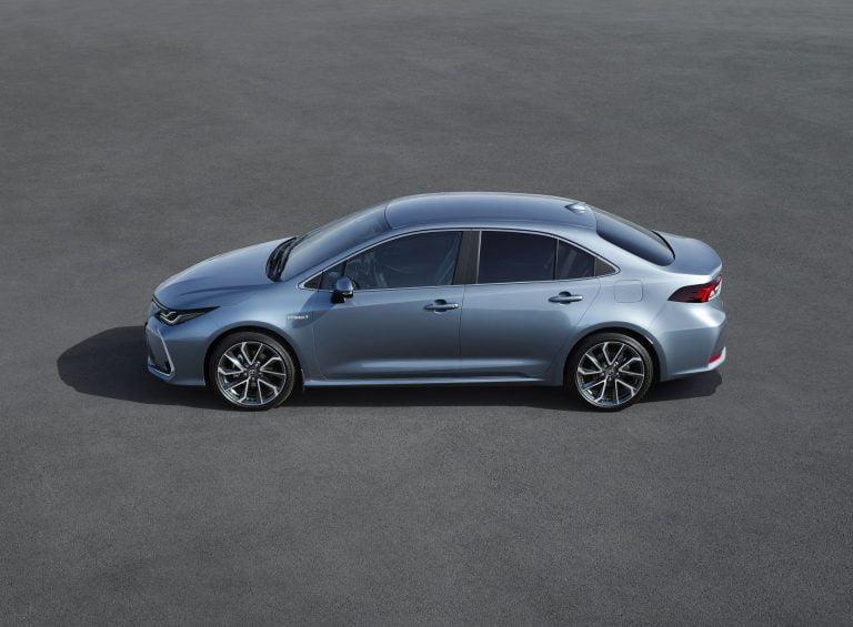 Toyota Corolla -mallistoon myös perinteinen sedan-malli