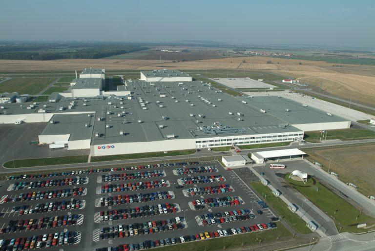 Toyota keskeyttää tuotannon Euroopan tuotantolaitoksilla koronapandemian vuoksi