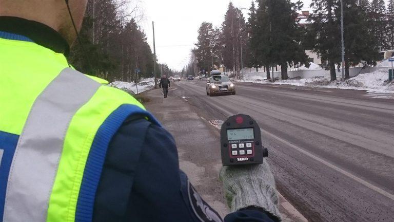 Kovia nopeuksia Hämeessä — pahimmillaan rattijuoppo kolmatta sataa!