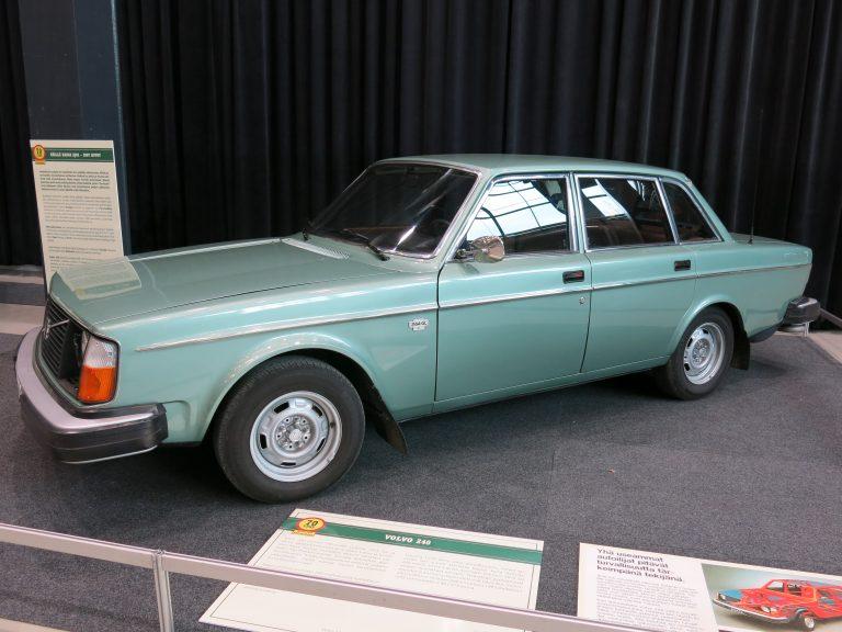 Päivän museoauto: Tämä auto oli luotettava perheauto, arkinen työkalu, näyttävä edustusauto ja menevä sporttihenkinen katuauto