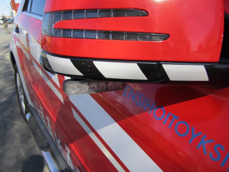 Henkilöauton kuljettaja kuoli törmäyksessä betonipilareihin