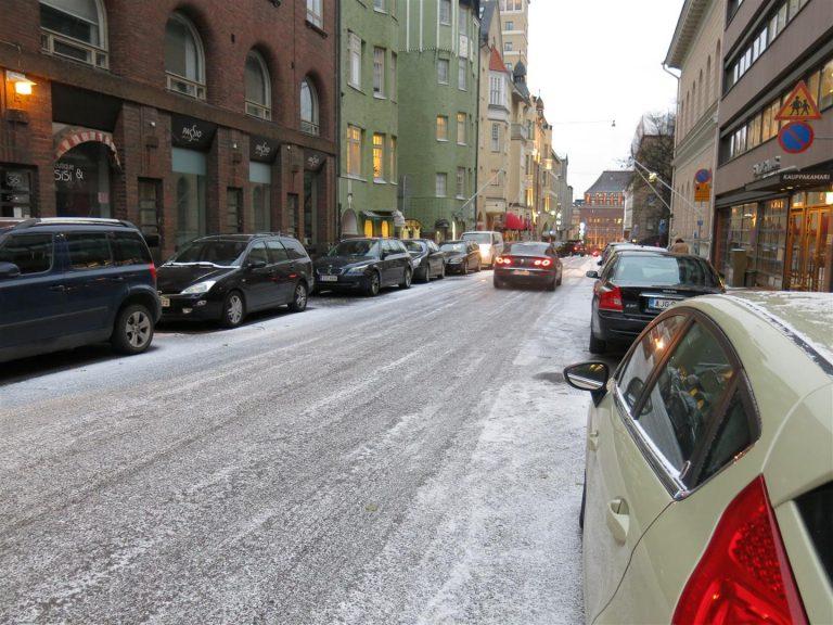 Uusi tieliikennelaki: Tulevaisuudessa saa pysäköidä väärään suuntaan!