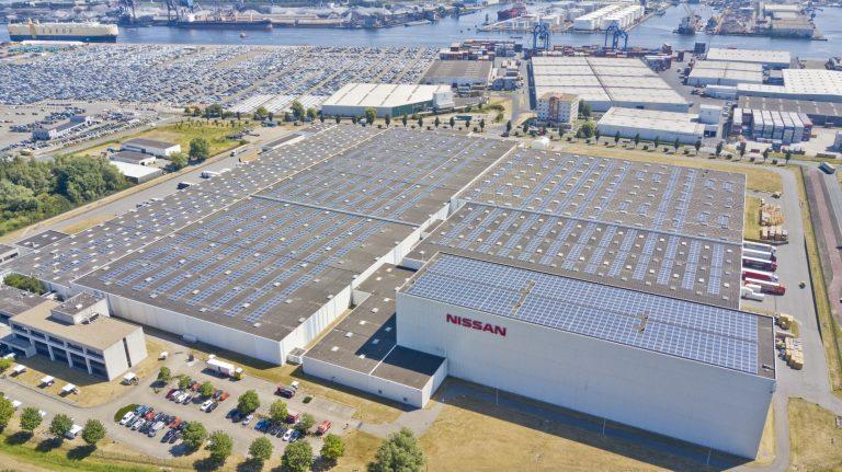 Iso aurinkovoimala Nissanin Euroopan keskusvaraston katolla