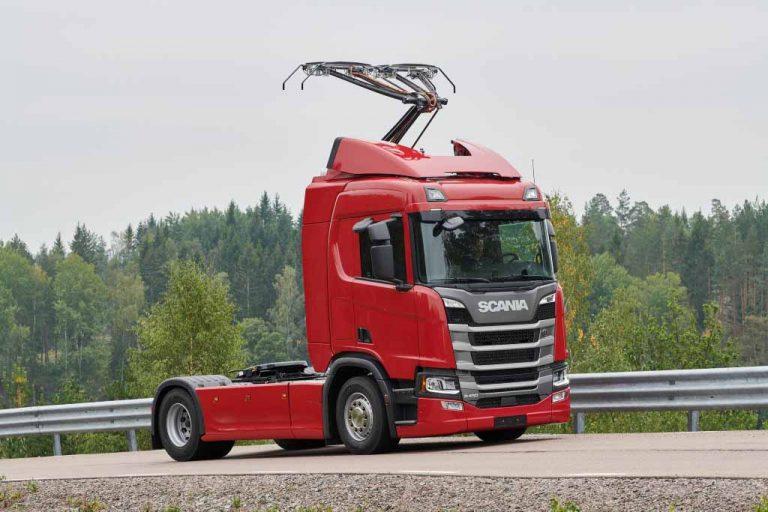 Saksassa kokeillaan hybridirekkojen ajonaikaista johdinlatausta