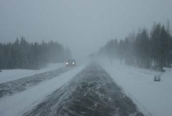 Poliisi ja professori: Lumen peitossa olevaa liikennemerkkiä pitää noudattaa  — jos tietää mikä se on!