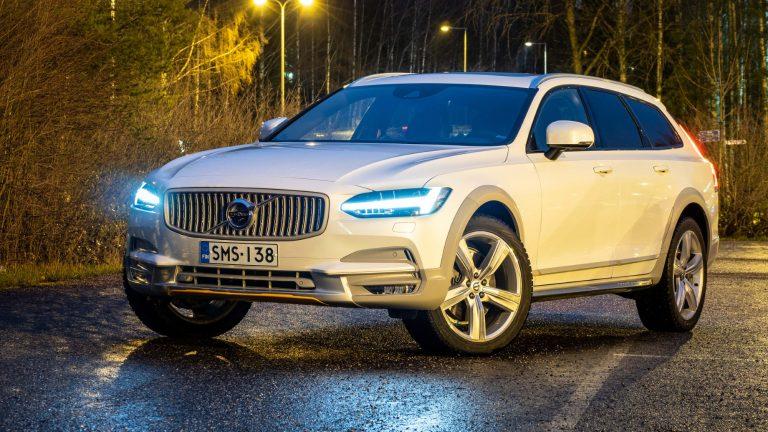 Autotoday testasi: Volvo V90 Cross Country D5 AWD Ocean Race – purjehdushengessä nyt valkoisissa väreissä