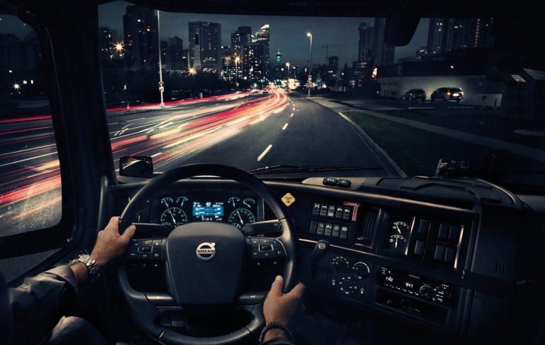 Volvo Trucksin autoille kilometripohjainen huoltosopimus
