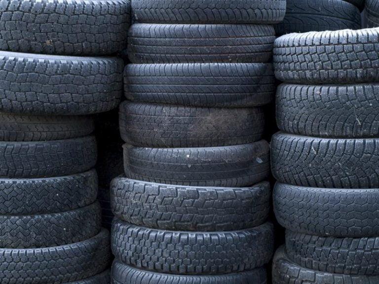 Erikoinen tilanne: Alkuvuonna rengaskierrätykseen tuli enemmän renkaita kuin Suomeen oli tuotu