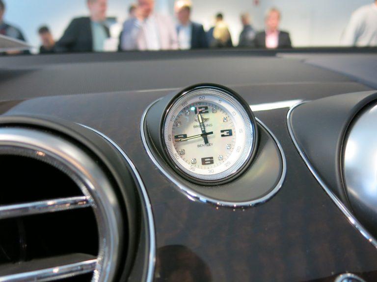 Auton kello väärässä ajassa puolet vuodesta?