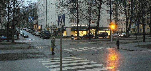 """Autotoday 10 vuotta sitten: """"Erilaiset ratikoiden huomiovalot Munkkiniemen Puistotiellä"""""""