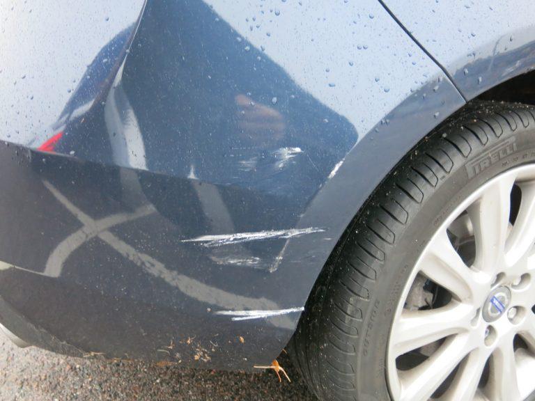 Hurja tilasto — melkein puolet kaikista liikennevahingoista sattuu parkkipaikoilla