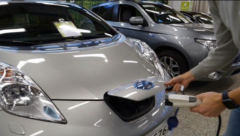 Kysely: Yli viidennes vastaajista voisi nyt harkita sähköauton hankintaa— 30 % ei missään nimessä