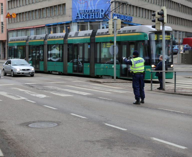 Poliisi valvoo keskiviikkona suojateiden turvallisuutta