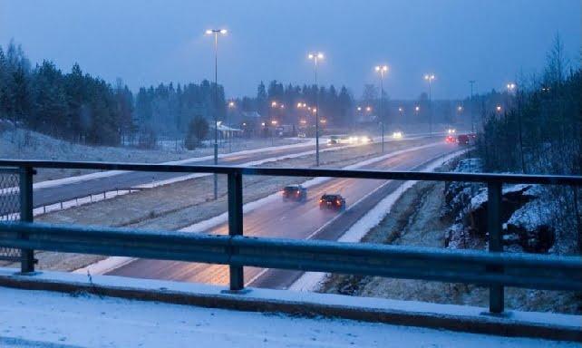 Uusi tieliikennelaki: Yllättävän moni aikoo käyttää talvirenkaita vain kelin vaatiessa