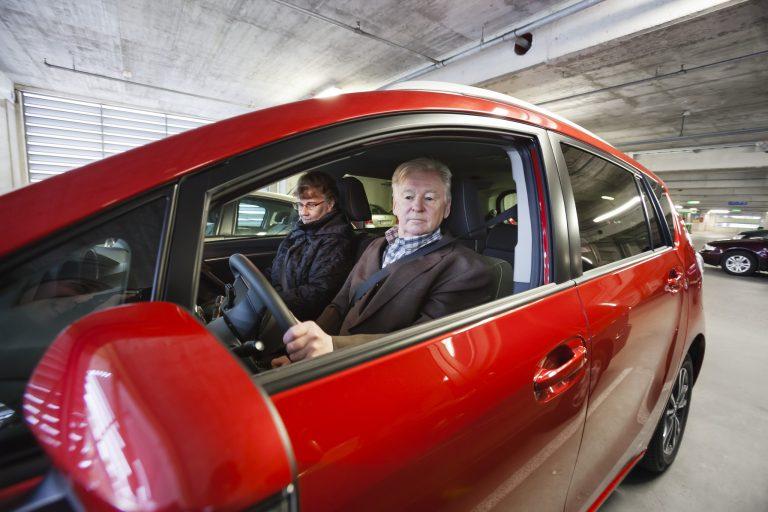 Oletko iäkäs kuljettaja? Testaa tästä autosi turvallisuuden!