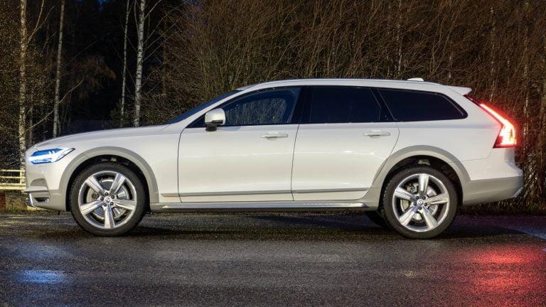 Näitä automalleja ruotsalaiset ostivat viime vuonna — katso 100 auton listaus!