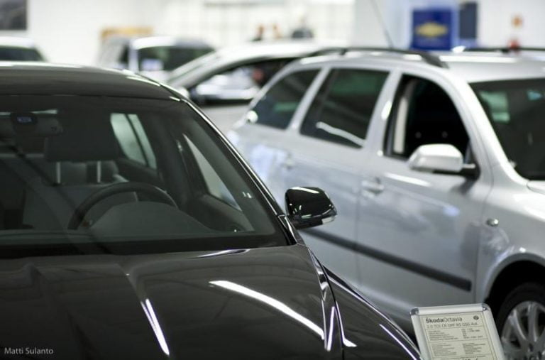 Henkilöautojen rekisteröinnit vähenivät toukokuussa yli puolella viime vuoteen verrattuna
