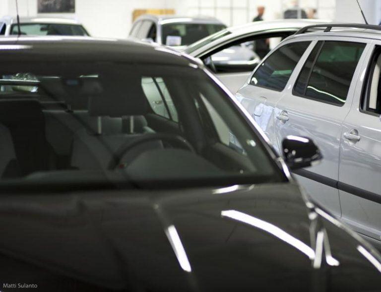 Rekisteröinti: Helmikuussa päästiin henkilöautojen rekisteröinneissä melkein viime vuoden lukuun