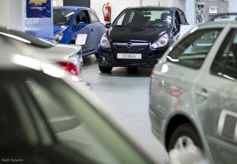 Autokaupassa kannattaa vielä tehdä perinteinen luovutuskirja