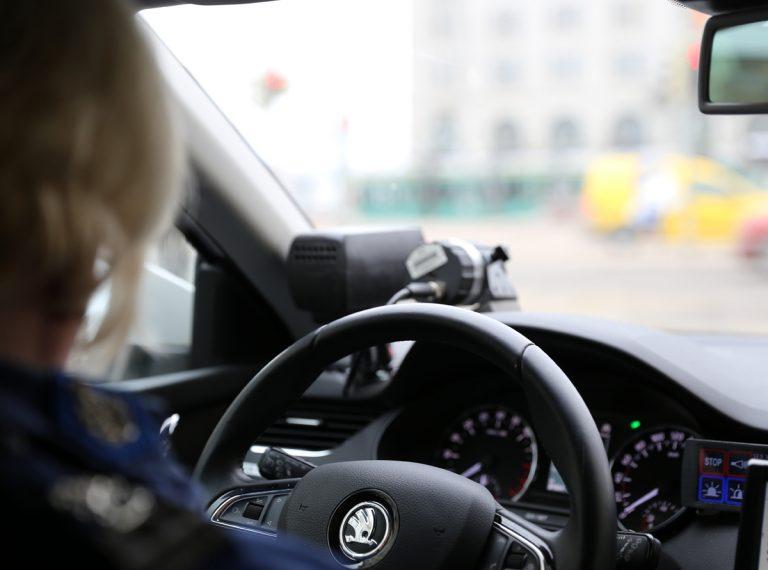 Poliisi ihmeissään kovista ylinopeuksista — jotain pitäisi tehdä, mutta mitä?