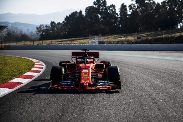 F1: Vettel aloitti kauden testit parhaiten — Räikkönen hyvässä vauhdissa