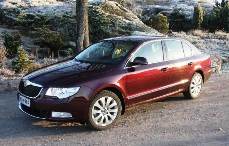 """Autotoday 10 vuotta sitten: """"Tekniikan Maailman mielestä Škoda Superb on paras talviauto"""""""