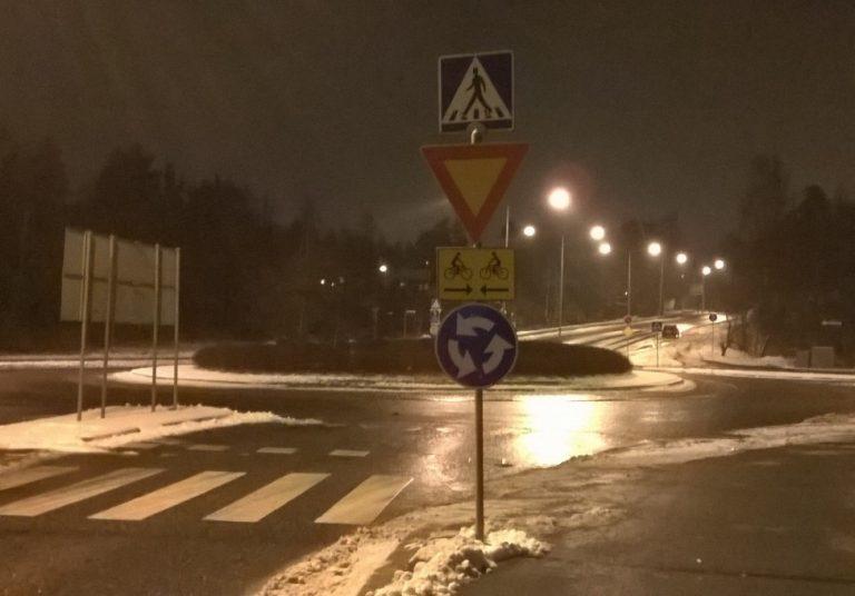 Oulun poliisi muistuttaa risteysten väistämissäännöistä