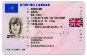 Brittiajokortti kannattaa vaihtaa suomalaiseen ajokorttiin ennen brexitiä — ettei joudu uuteen kuljettajatutkintoon