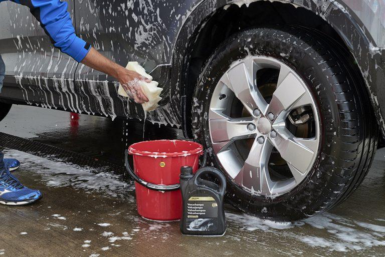 Talven jäljiltä auto kannattaa pestä ja puhdistaa kunnolla — tässä pieni vinkkilista kevättöistä