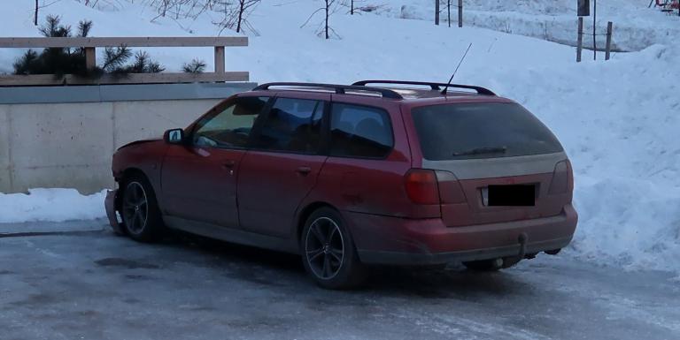Poliisi pyytää havaintoja tästä autosta — liittyy naisen ja koiran kuolemaan