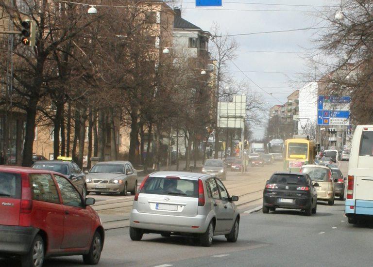 LVM: Liikenteen päästöjen puolittamiseksi tarvitaan vielä lukuisia uusia toimenpiteitä