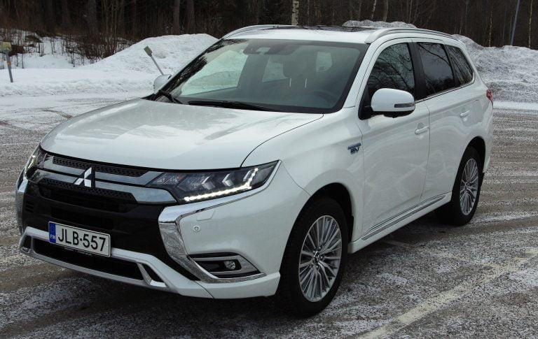 Mitsubishin ladattavan hybridikatumaasturin  myynti ylitti merkittävän rajapyykin