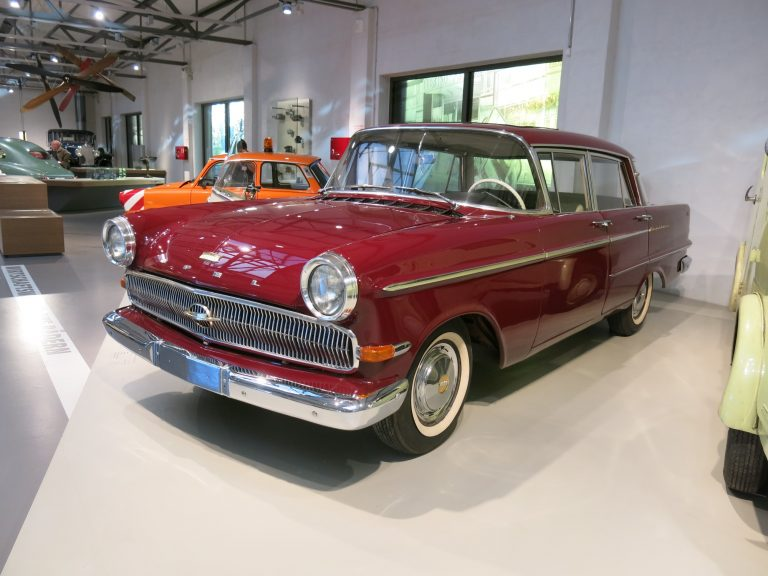 Päivän museoauto: Opelin jenkkihenkinen edustusauto