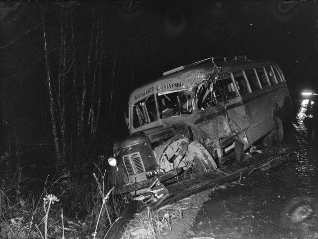 Päivän kolarikuva: Linja-auton ja kuormavaunun yhteenajo Porin maalaiskunnassa