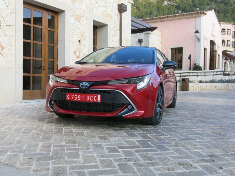 Rekisteröinti: Toyota Corolla on vuoden lopussa Suomen suosituin auto — jos nykyinen tahti jatkuu