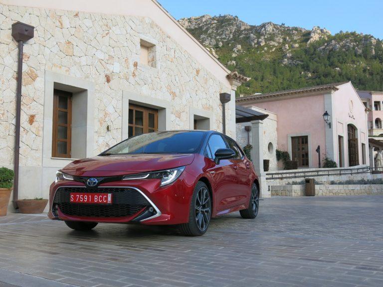 Autovalmistajilla vielä pitkä matka vuoden 2021:n päästötavoitteisiin