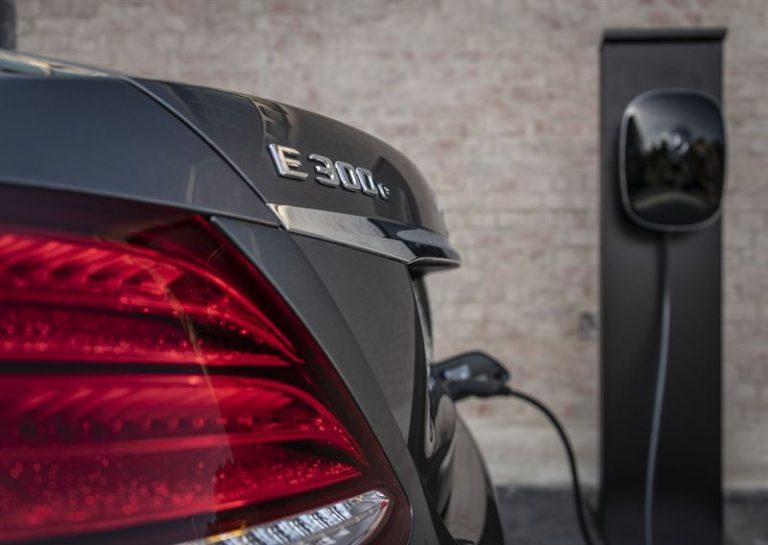 Mercedes-Benz tuo markkinoille useampia ladattavia hybridejä — osa dieselmoottorilla
