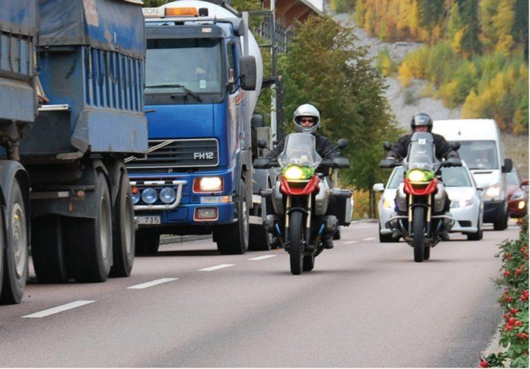 Ruotsissa kokeillaan moottoripyöräilijöiden automaattista onnettomuushälytystä