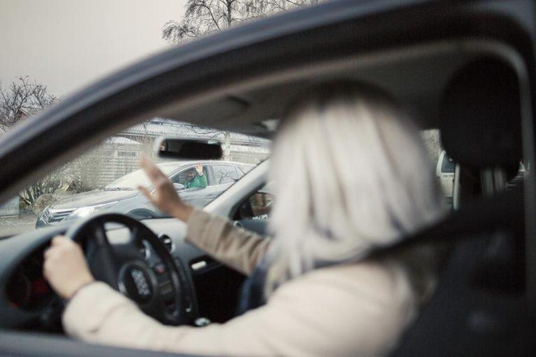 Liikenteessä aniharva antaa ärsytyksen näkyä ajossaan