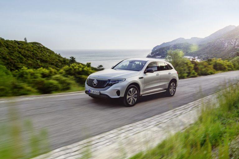 Syksyllä Suomeen saapuvan Mercedes-Benzin EQC-sähköauton hinta on julkistettu