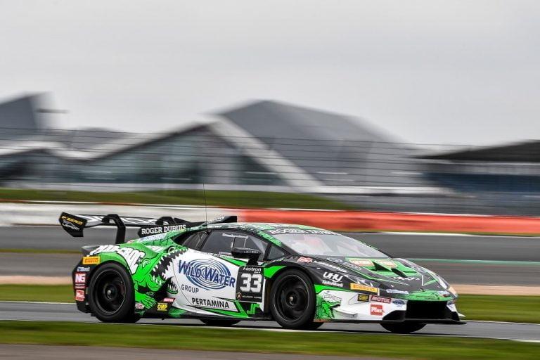 Lamborghini-sarja: Varikkosuoran ylinopeus kostautui Mikko Eskeliselle ja Jake Rattenburylle