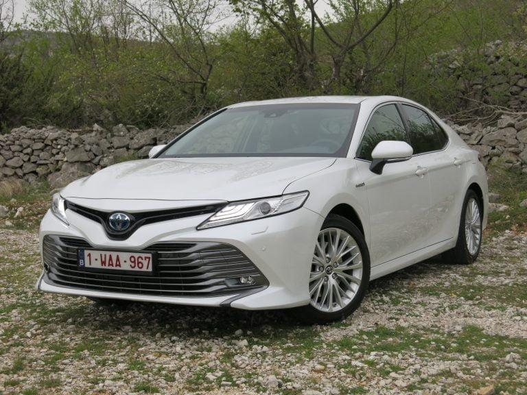 Autotoday tutustui: Toyota Camry Hybrid — paluun tekevä sedan-malli