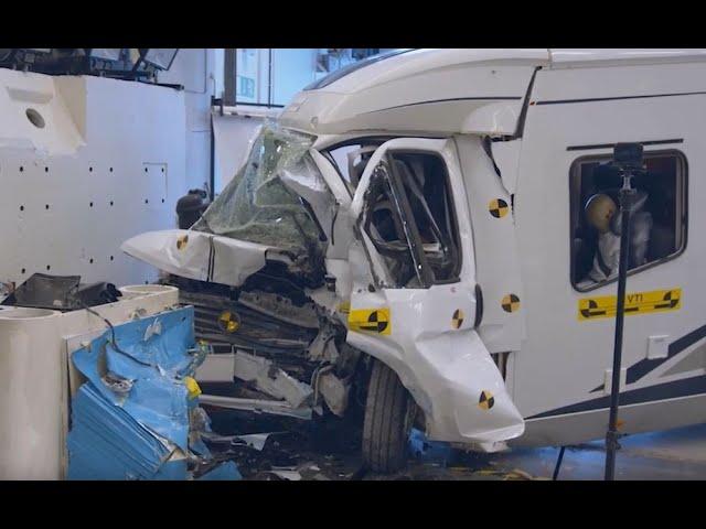 Järkyttävä video — näin hengenvaarallisia matkailuautot ovat nokkakolarissa