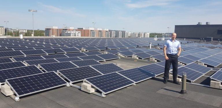Autokeskus Airport toimii melkein kokonaan aurinkosähköllä