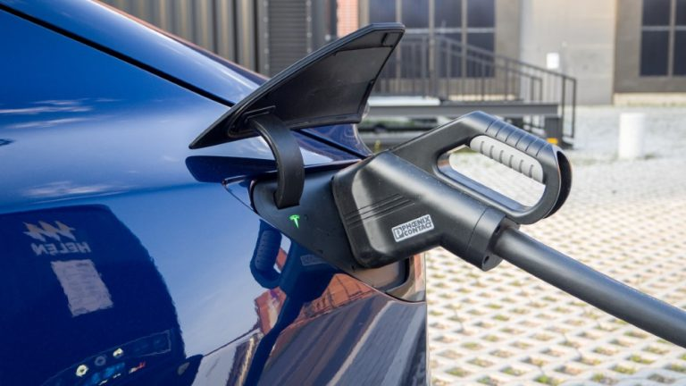 Euroopassa puolet myytävistä autoista sähköllä toimivia 2025 mennessä?